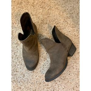 Musse & Cloud Cut Out Ankle Boots